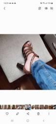 Título do anúncio: Vendo sandália semi nova constance calça 34/35