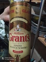 Título do anúncio: Wiskyi William Grants 1 litro guardado 34 anos sem abrir lacrado