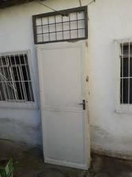 Portão de ferro, com guarnição, com maçaneta e chave