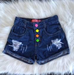 Short Jeans botões coloridos