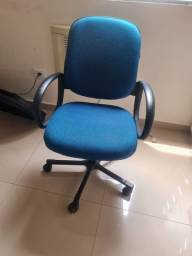 Título do anúncio: Cadeira c defeito no encosto