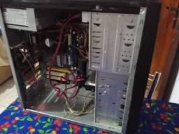 Título do anúncio: Computador usado, serve pra coisas simples, jogos mais antigos e pra vender peças