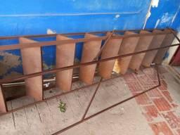 Título do anúncio: Escada de ferro com corrimão