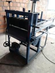 Máquina para produção de caixa de pizza