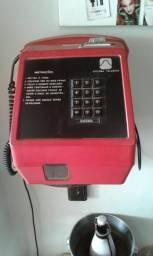 Antigo Telefone de fichas Daruma Vermelho Funcionando