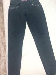 Calça jeans cinza em boas condicoes
