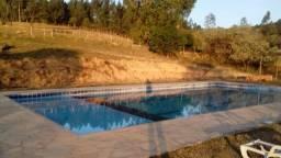 Sitio com piscina para aluguel