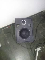 Uma caixa de som .de altar de igreja.