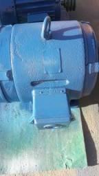 Vendo motor monofasico 220/440 7,5 cv bufalo 1750 rpm