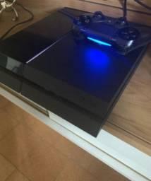 Playstation 4 em perfeito estado de conservação