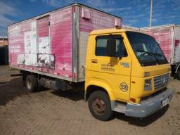 Título do anúncio: caminhão baú modelo VW 8120 ano 2005/05