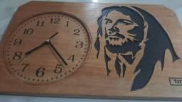 Relogio de madeira 100 reais