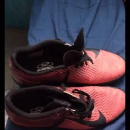 Chuteira Nike Society usado apenas 1 vez numero 41, apenas 90 reais