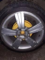 Título do anúncio: Vendo roda 17 com pneu