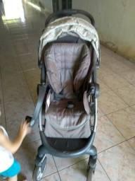 Vendo carrinho e bebê conforto com base