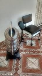 Cadeira de manicure e expositor de esmalte