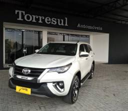 TOYOTA HILUX SW4 2.8 SRX DIAMOND 4X4 7 LUGARES 16V TURBO INTERCOOLER DIESEL 4P AUTOMÁTIC