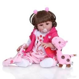 Boneca bebê Reborn Menina toda de Silicone com girafinha 50 cm