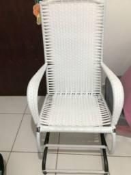 Vendo cadeira de balanço branca semi nova