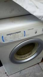 Título do anúncio: Máquina de Secar Roupas Eletrolux.