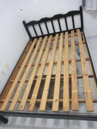 Título do anúncio: Vendo cama de madeira Casal