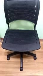 Título do anúncio: Cadeira de escritório giratória pistão fixo preta.