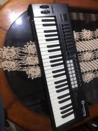 Título do anúncio: Controlador novation keyboard 49
