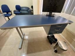 Título do anúncio: Vendo mesa de escritório novíssima, nunca usada.