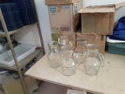 Título do anúncio: vende-se 36 jarras de vidro de 750 ml para restaurante