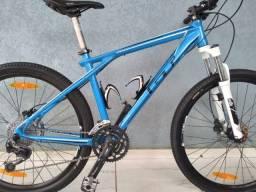 Título do anúncio: bicicleta aro 26 gt avalanche shimano suspenção rock shox