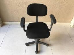 Cadeiras, longarinas e móveis para lojas e escritórios