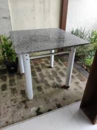 Mesa com Tampo de Granito 0,90m x 0,90m x 0,79m