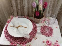Bordado e beleza em sua mesa: Sousplat com porta copo!