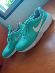 Tênis da Nike ORIGINAL - verde turquesa