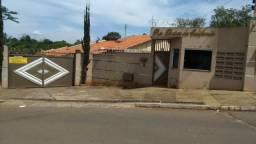 Aluga se casa em condomínio fechado de pequeno/médio porte