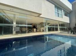 Belíssimo sobrado com 421,27m² com lindo acabamento localizada em condomínio fechado de Ub