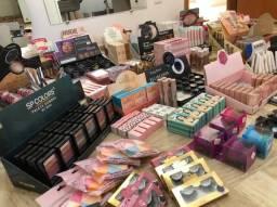 Fundo de loja de maquiagem e acessorios