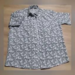 Camiseta manga curta com estampa de caveira