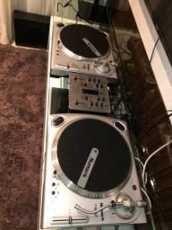 Título do anúncio: Par de toca discos Numark TT1650 Direct drive e Mixer Behringer