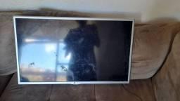 Vendo TV lg 32 pra retirar peça tela trincada