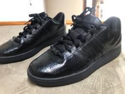 Adidas black Verniz 40