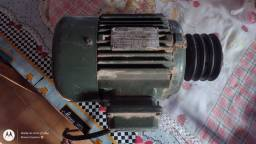 Motor trifásico três cv
