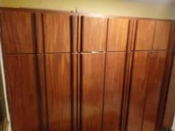 Quarda roupa de madeira