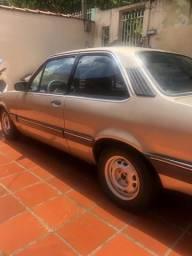 Carro muito bom, bem conservado - 1990