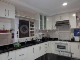 Casa com 5 quartos - Bairro Setor Central em Caldas Novas