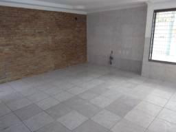 Casa Ampla 200 m² - 03 Quartos - Rua Calçada - 200 metros da Avenida