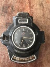 Tacógrafo e relógio de ônibus antigo