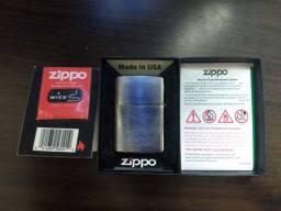 Isqueiro Zippo com pedra nova e pavio novo na embalagem.
