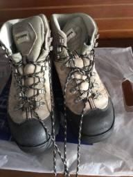 Título do anúncio: Vendo par de botas semi novas ?