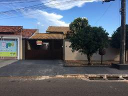 Título do anúncio: Casa com 3 dormitórios para alugar por R$ 2.000/mês - Tiradentes - Campo Grande/MS